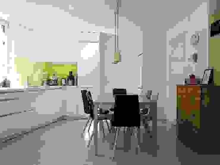 Sanierung / Risanamento Cucina moderna di Architekturbüro KIENZL studio di architettura Moderno
