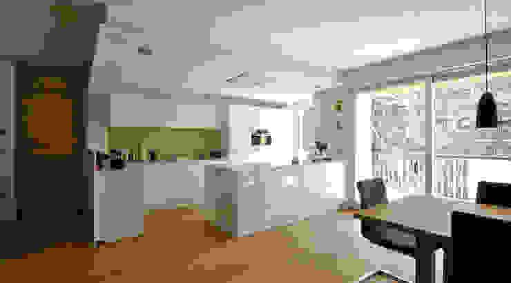 Кухня в стиле модерн от Architekturbüro KIENZL studio di architettura Модерн