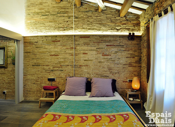 TAQ: Dormitorios de estilo  de Espais Duals, Rústico