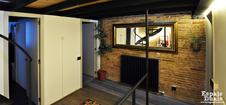 Salas multimedia de estilo rústico de Espais Duals Rústico