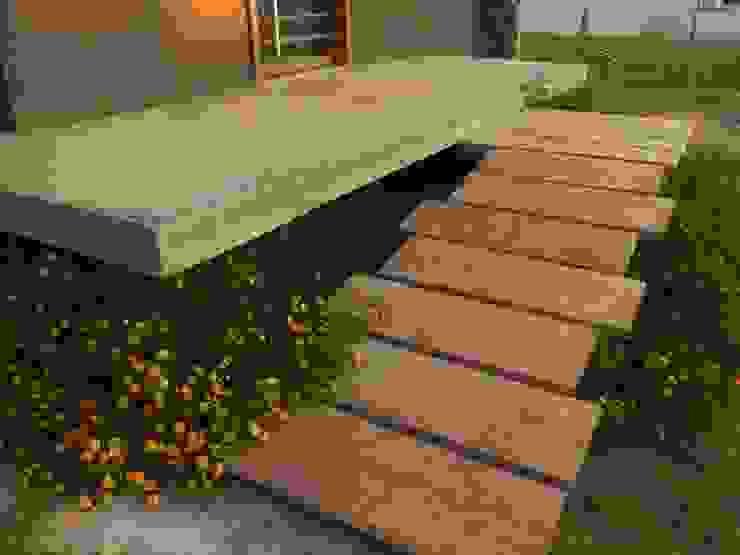 Taman oleh Brarda Roda Arquitectos, Modern Kayu Wood effect