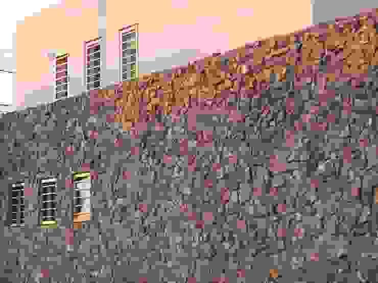 Modern Houses by Brarda Roda Arquitectos Modern Stone