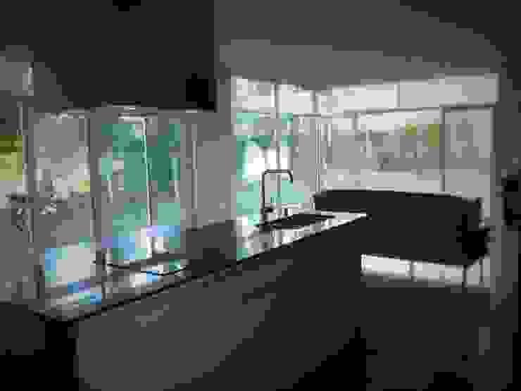 Brarda Roda Arquitectos Modern kitchen