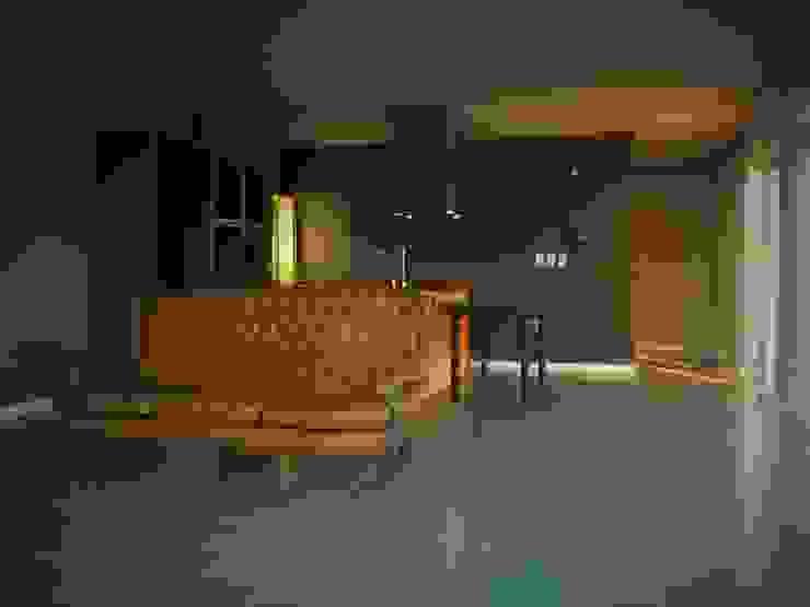 Salas de estilo moderno de Brarda Roda Arquitectos Moderno