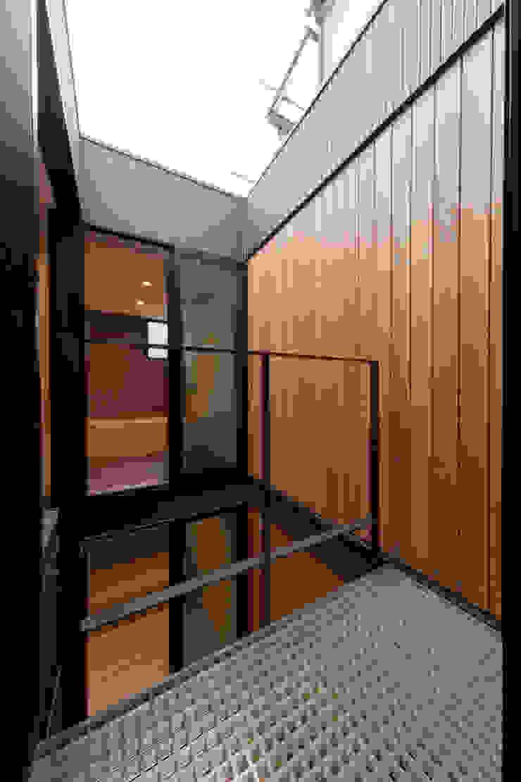 Modern terrace by アトリエハコ建築設計事務所/atelier HAKO architects Modern