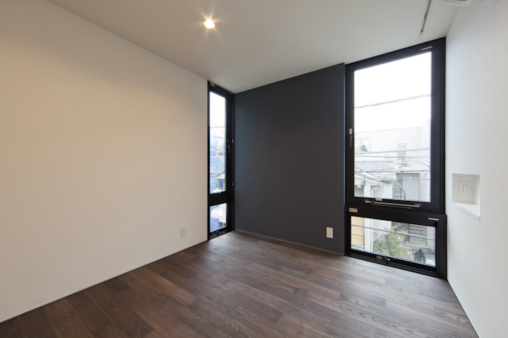Modern style bedroom by アトリエハコ建築設計事務所/atelier HAKO architects Modern
