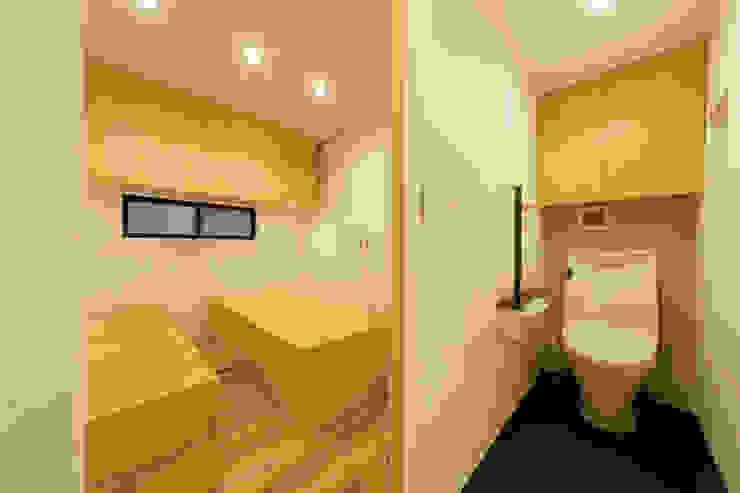 Modern bathroom by アトリエハコ建築設計事務所/atelier HAKO architects Modern
