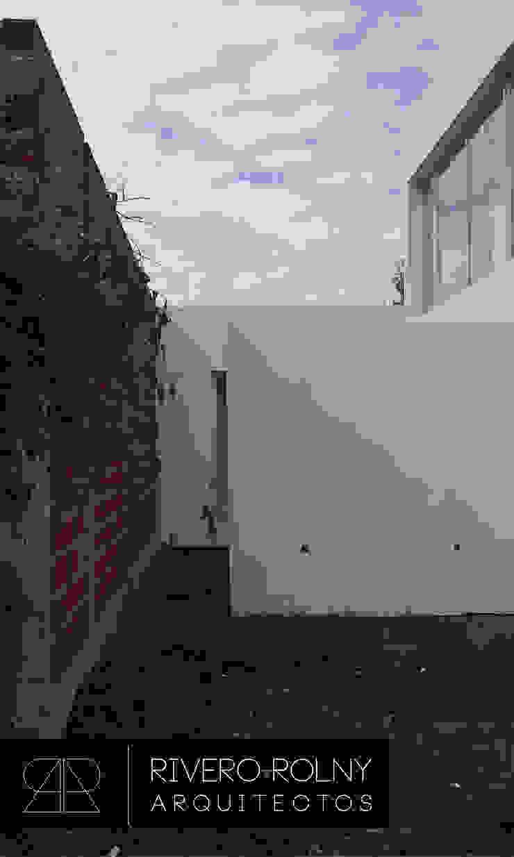Modern Houses by riverorolnyarquitectos Modern