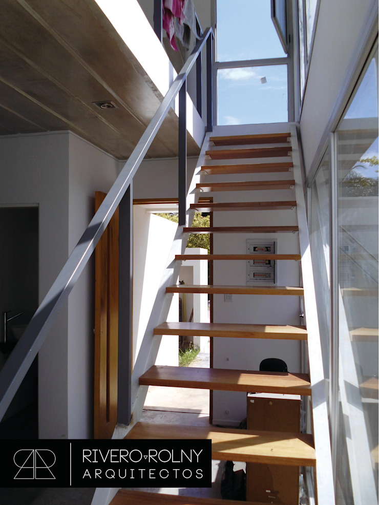 Modern Corridor, Hallway and Staircase by riverorolnyarquitectos Modern