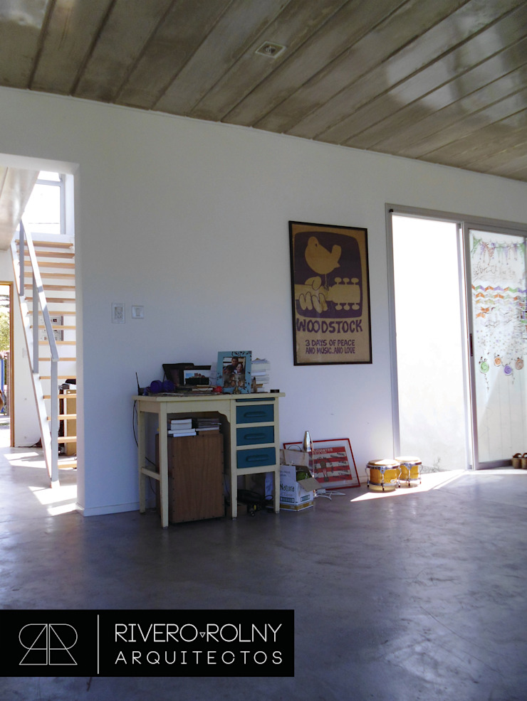 Modern Living Room by riverorolnyarquitectos Modern