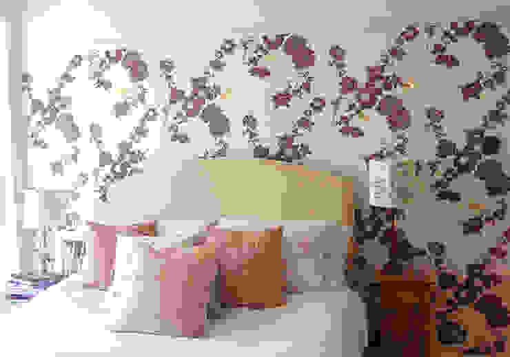 Geo Fleur wallpaper, Bespoke Decor Design Service من Laura Felicity Design كلاسيكي