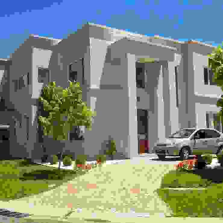 Fachada de la esquina Casas clásicas de MOLEarquitectura Clásico Cuarzo