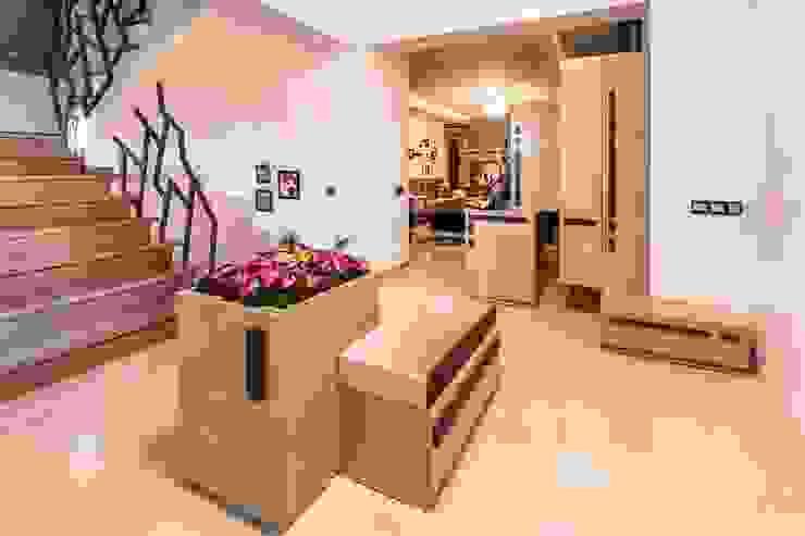 RBK evi Lapta/ Girne Modern Koridor, Hol & Merdivenler Şölen Üstüner İç mimarlık Modern