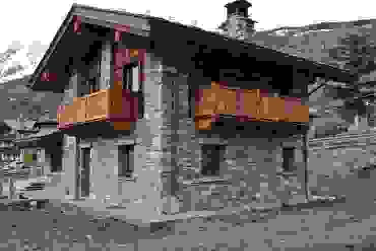 villa Sangineto s.r.l Case in stile rustico Pietra