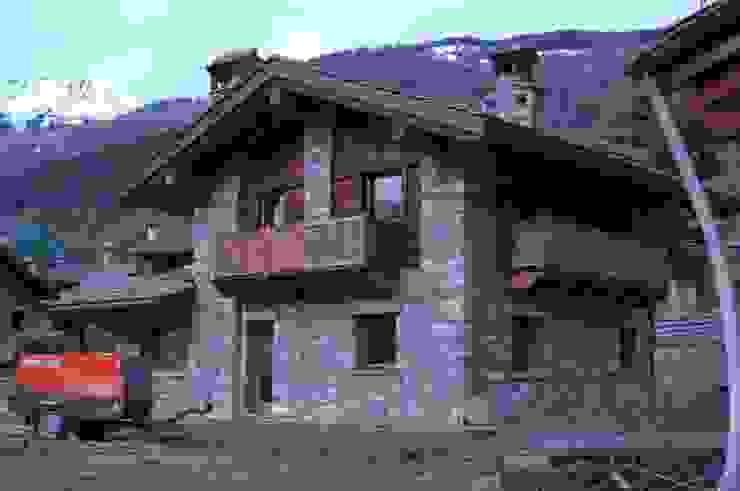 Rustykalne domy od Sangineto s.r.l Rustykalny Kamień