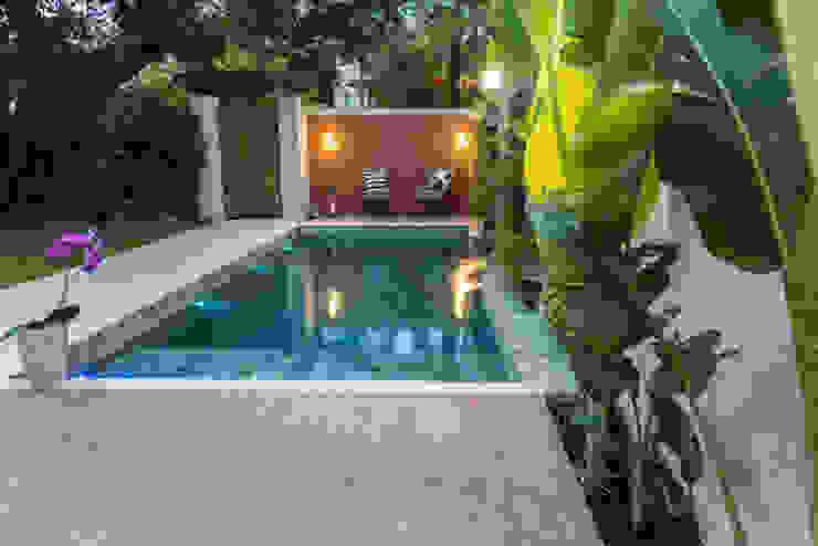 Piscine tropicale par Gisele Ribeiro Arquitetura Tropical Pierre