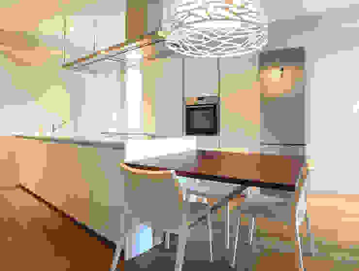 VILLE COLOMBERA – FINITURE ed INTERIOR DESIGN, Contemporaneo/Moderno Cucina moderna di 2P COSTRUZIONI srl Moderno