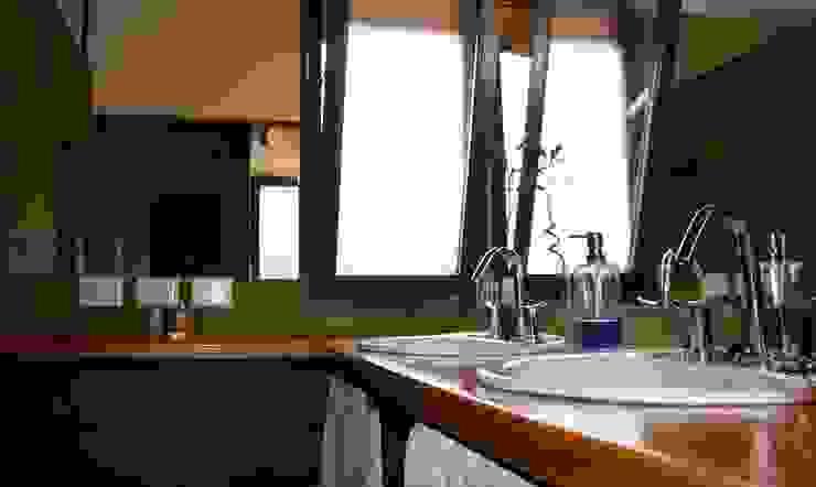 Classic style bathroom by renziravelo Classic