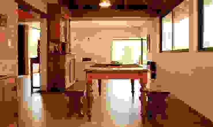 Cocina + Baño: Cocinas de estilo  por renziravelo,Clásico