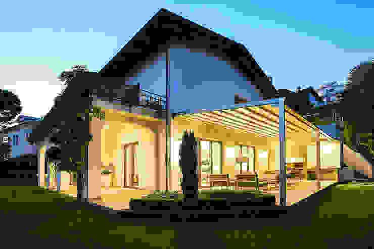 Balcone, Veranda & Terrazza in stile minimalista di homify Minimalista