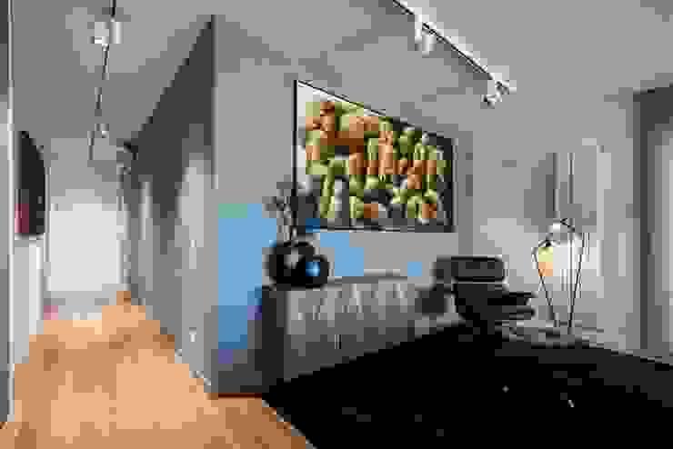 الممر الحديث، المدخل و الدرج من Laboratorio di Progettazione Claudio Criscione Design حداثي