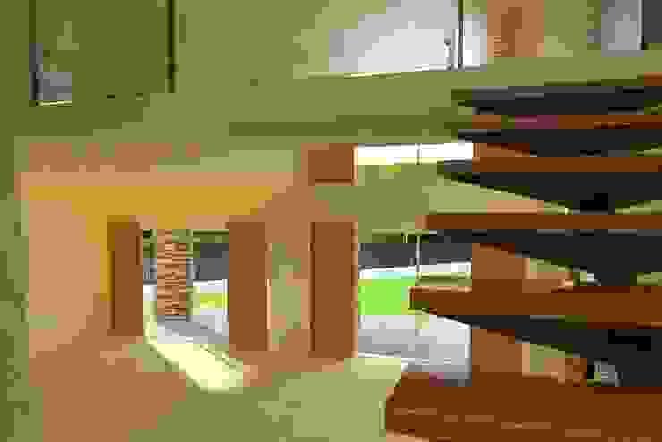 Proyecto en country Los Olivos Casa PZNL Pasillos, vestíbulos y escaleras modernos de Obras & Proyectos Moderno