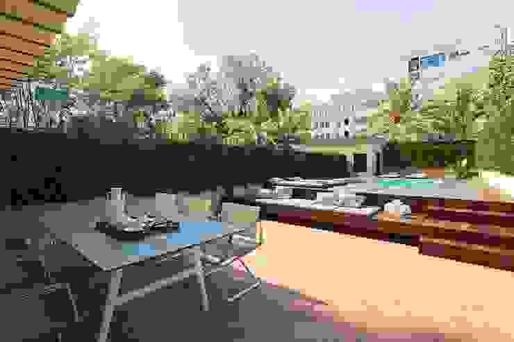 Balcon, Veranda & Terrasse modernes par Berga&Gonzalez - arquitectura y render Moderne
