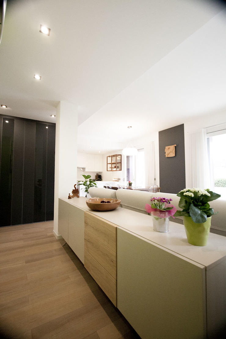 Modern corridor, hallway & stairs by Studio HAUS Modern