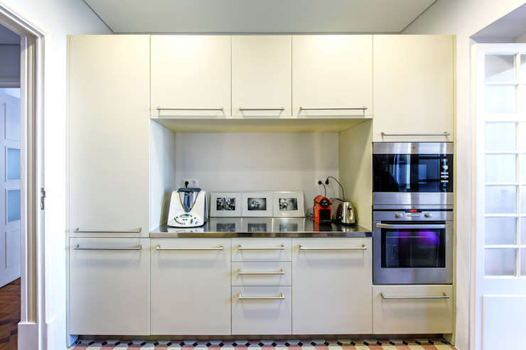 Apartamento Lisboa : Cozinhas  por Espaço Mínimo ,Escandinavo
