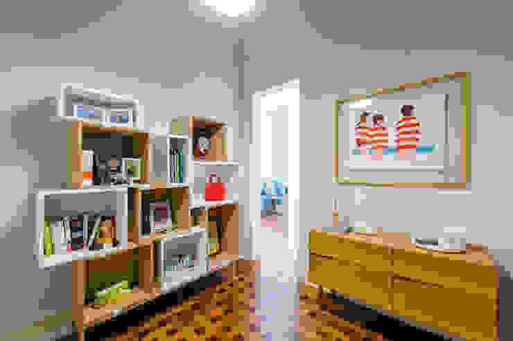 Apartamento Lisboa : Corredores e halls de entrada  por Espaço Mínimo ,Escandinavo