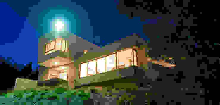 Fachada Principal 02: Casas de estilo  por Poggi Schmit Arquitectura