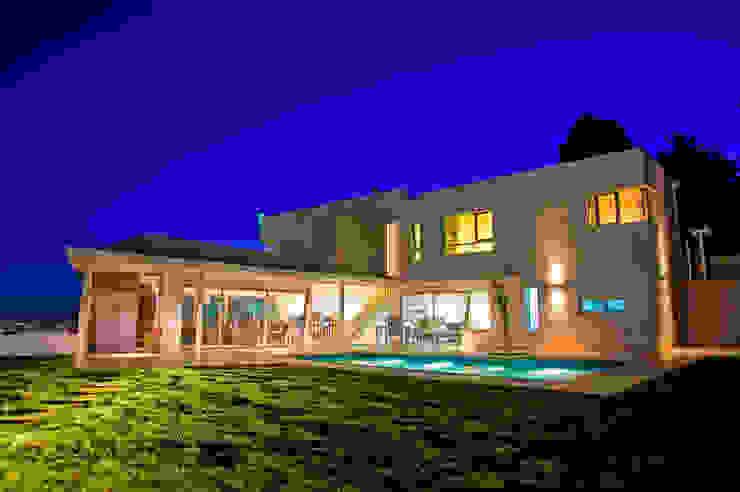 Vista desde Patio 04 Casas modernas: Ideas, imágenes y decoración de Poggi Schmit Arquitectura Moderno