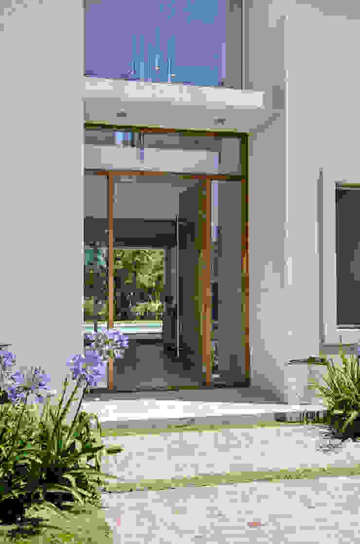 Modern windows & doors by Parrado Arquitectura Modern