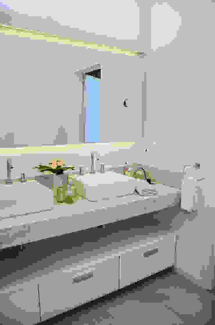 Ванная комната в стиле модерн от Parrado Arquitectura Модерн