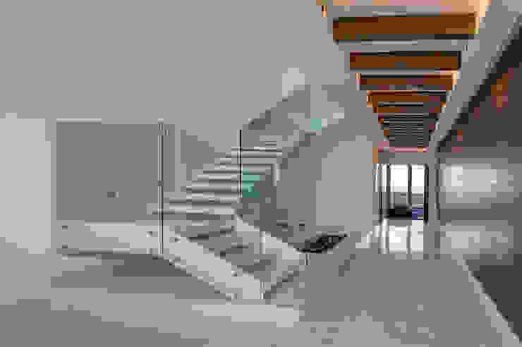 Pent-house LAHIA Pasillos, vestíbulos y escaleras modernos de Art.chitecture, Taller de Arquitectura e Interiorismo 📍 Cancún, México. Moderno