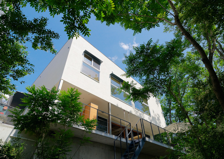 Casas de estilo  por coil松村一輝建設計事務所