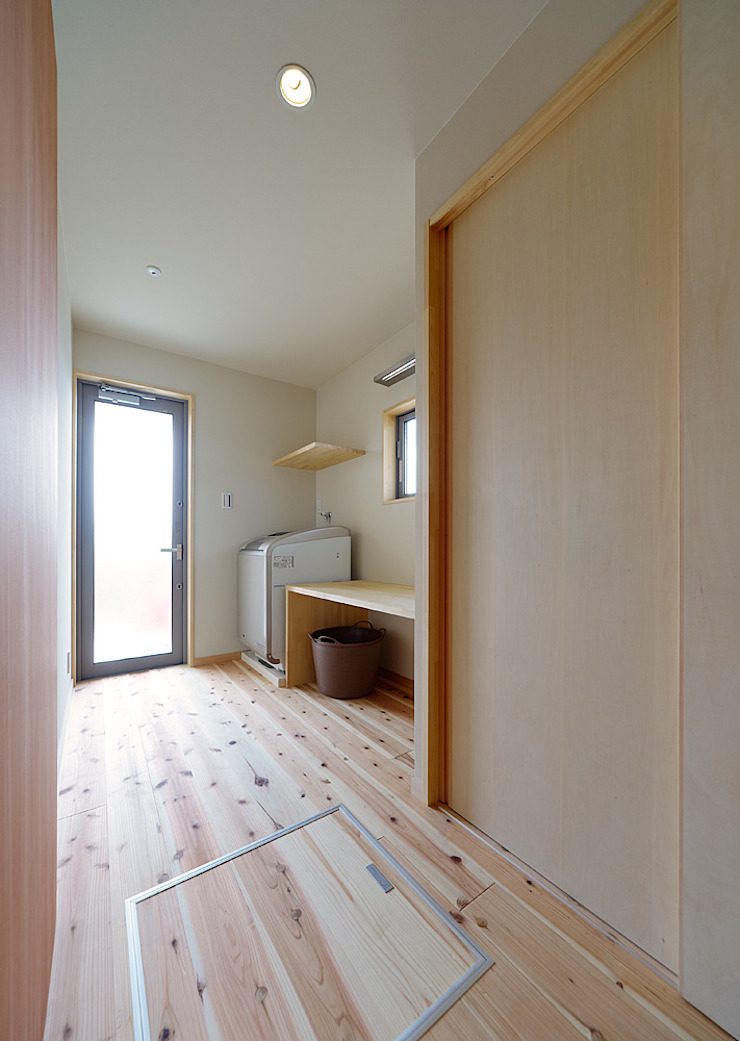 Eclectic style dressing room by coil松村一輝建設計事務所 Eclectic