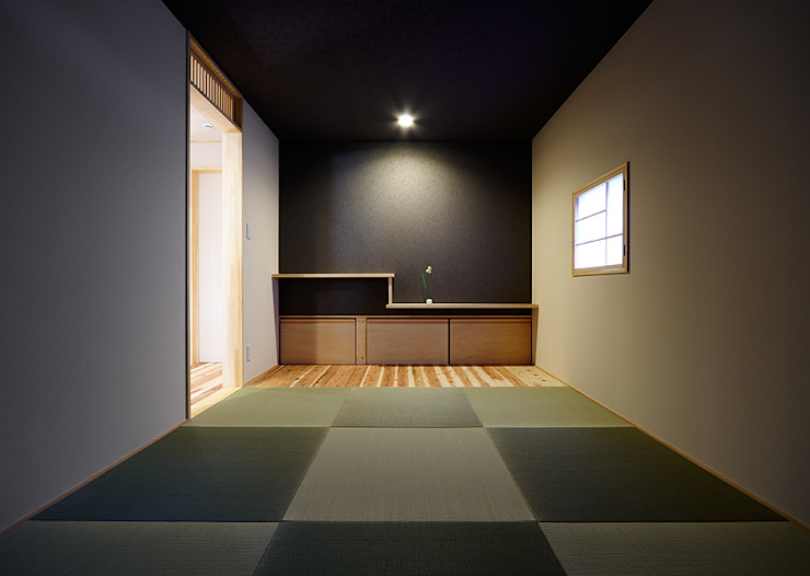 Eclectic style media room by coil松村一輝建設計事務所 Eclectic