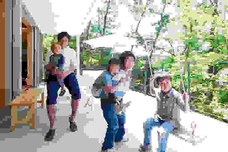 에클레틱 발코니, 베란다 & 테라스 by coil松村一輝建設計事務所 에클레틱 (Eclectic)