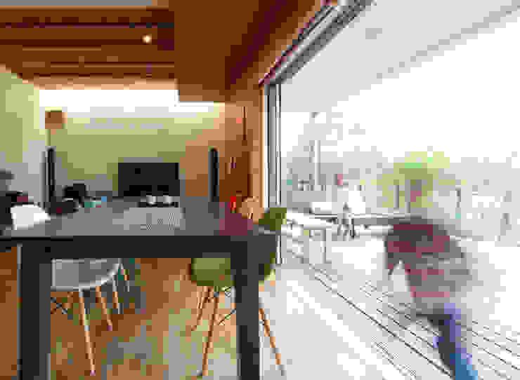 Eclectic style balcony, veranda & terrace by coil松村一輝建設計事務所 Eclectic