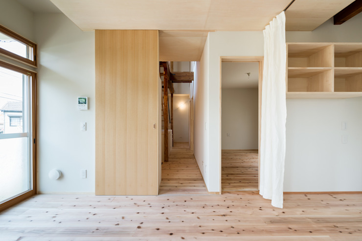 Eclectic style corridor, hallway & stairs by coil松村一輝建設計事務所 Eclectic
