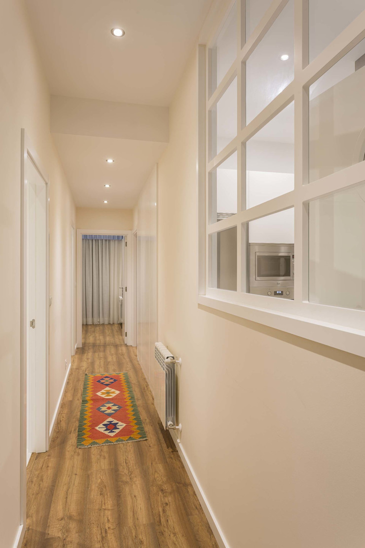 GESTION INTEGRAL DE PROYECTOS DEL NOROESTE S.L. - GESPRONOR Modern corridor, hallway & stairs