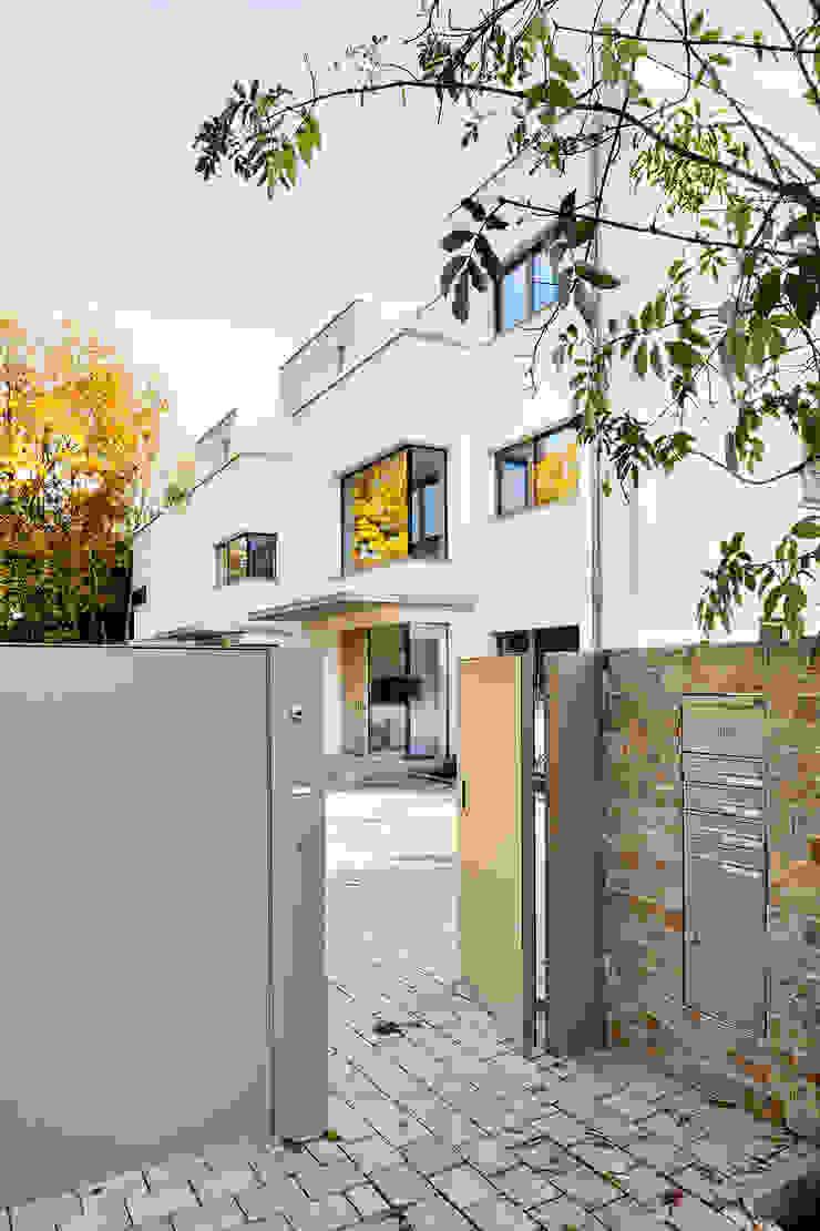 Casas estilo moderno: ideas, arquitectura e imágenes de ewaa Moderno