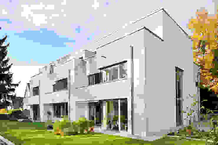 Jardines de estilo moderno de ewaa Moderno