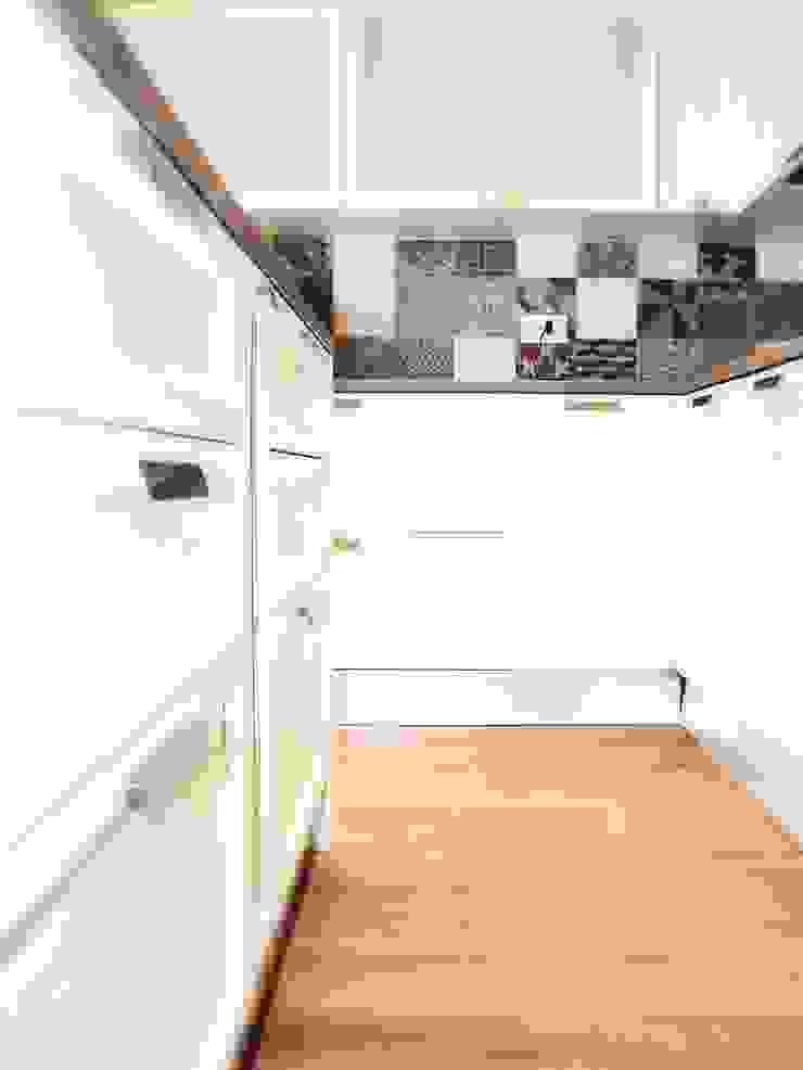 CASA DL Cucina moderna di Nau Architetti Moderno Legno Effetto legno