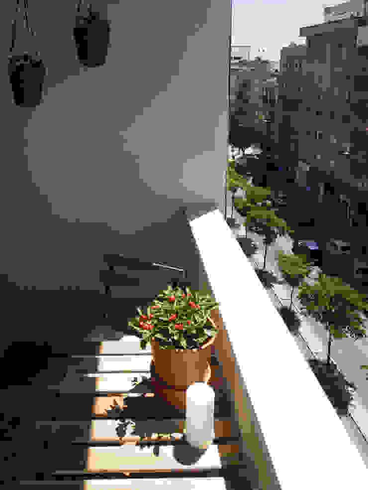 Apartamento Anos 50 | Depois Varandas, marquises e terraços ecléticos por MUDA Home Design Eclético