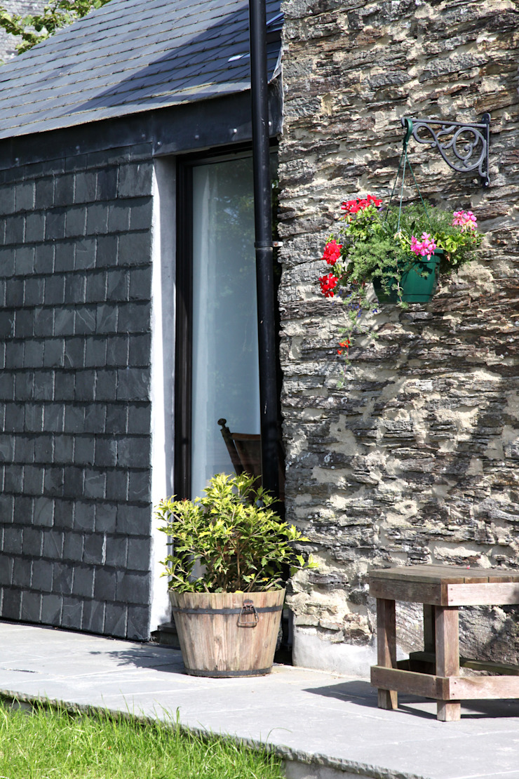Skyber Barn Innes Architects Rustic style houses Slate