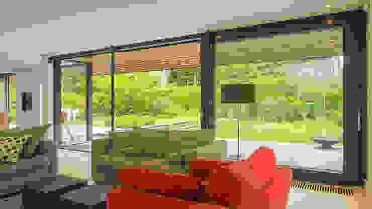 Renovatie en verbouwing villa in Ruitersbos te Breda:  Woonkamer door Joep van Os Architectenbureau,