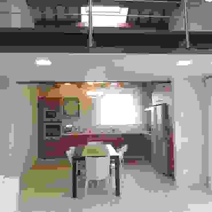 Veduta della cucina dal soggiorno Nadia Moretti Cucina moderna