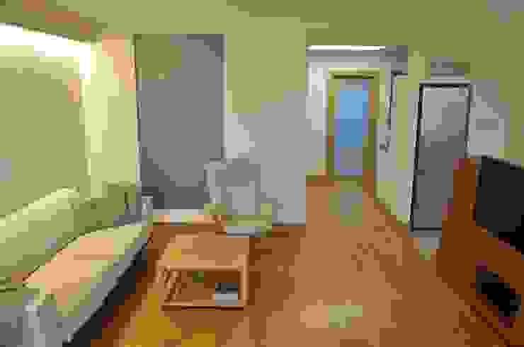 Mieszkanie na Służewcu: styl , w kategorii Salon zaprojektowany przez BFArchitekt,Nowoczesny